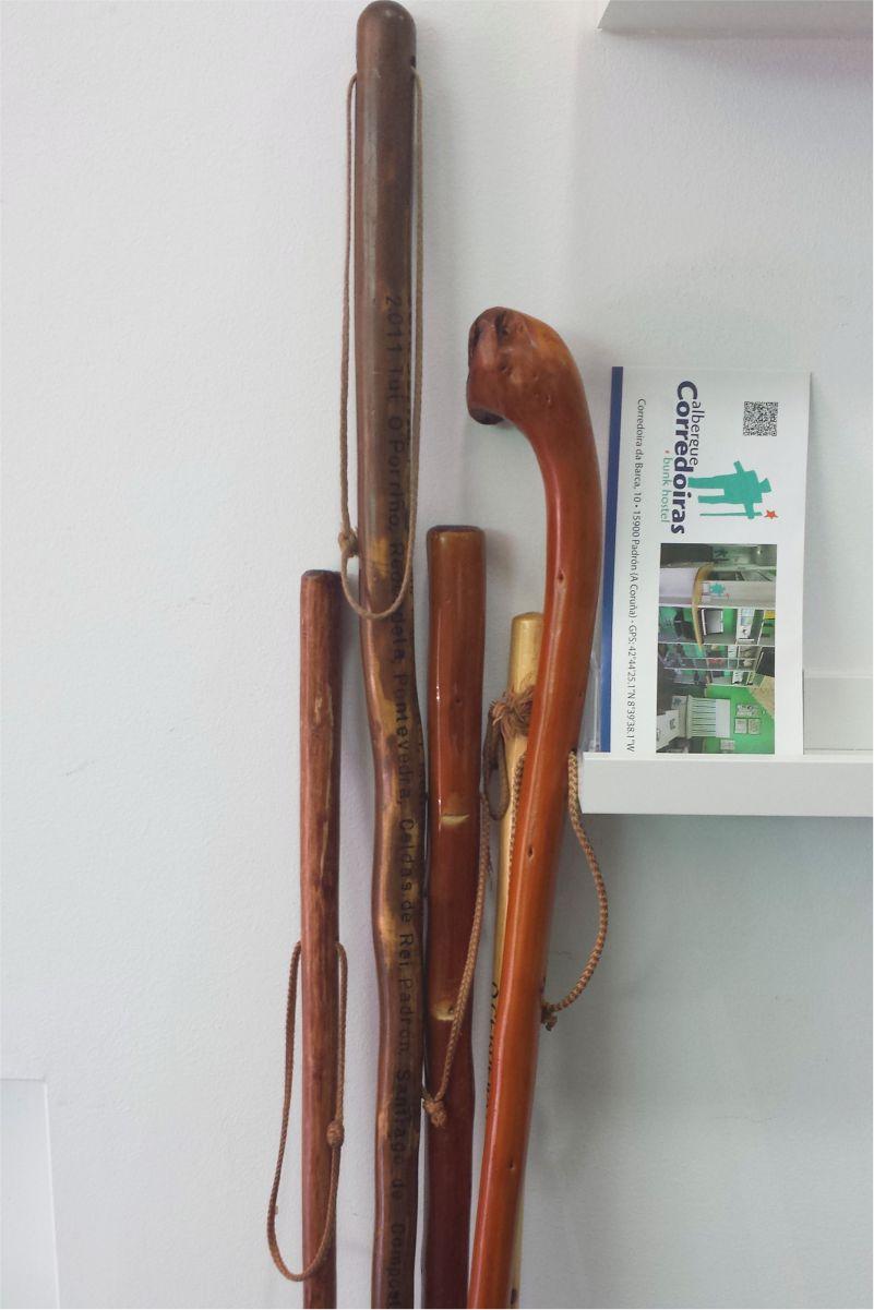 Bastones - Sticks - Albergue Corredoiras