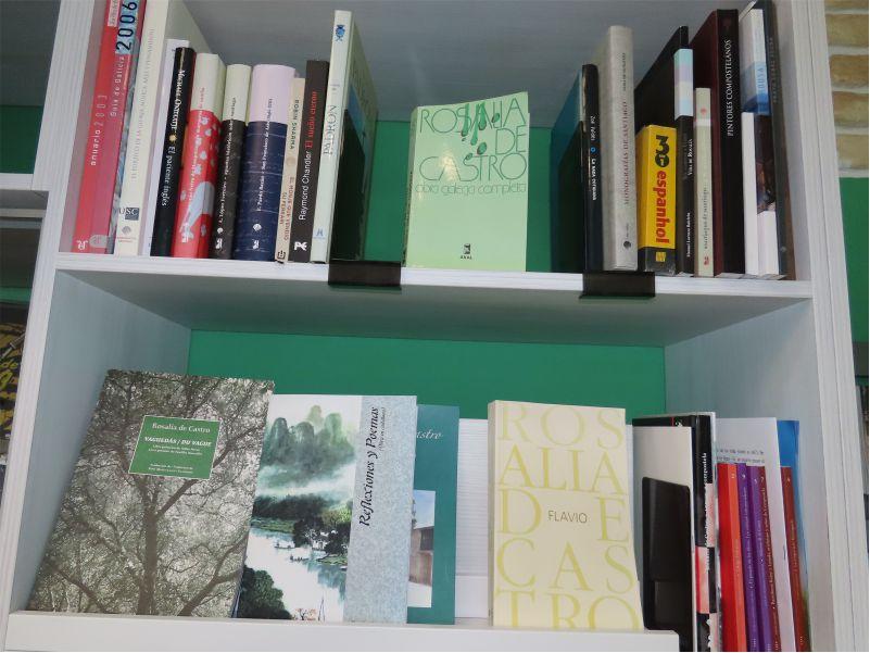 Biblioteca - Library - Albergue Corredoiras