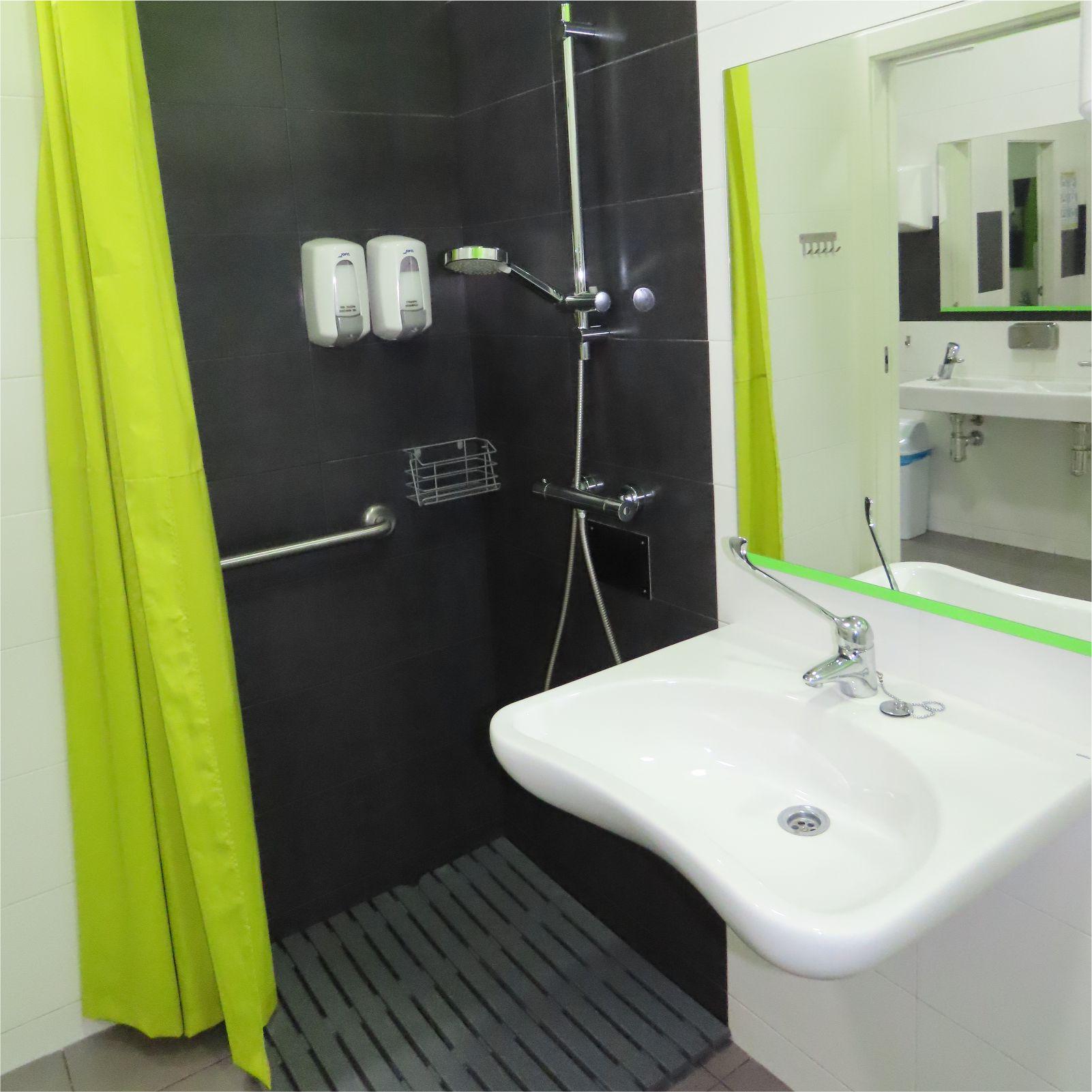 Ducha para discapacitados - Disabled shower