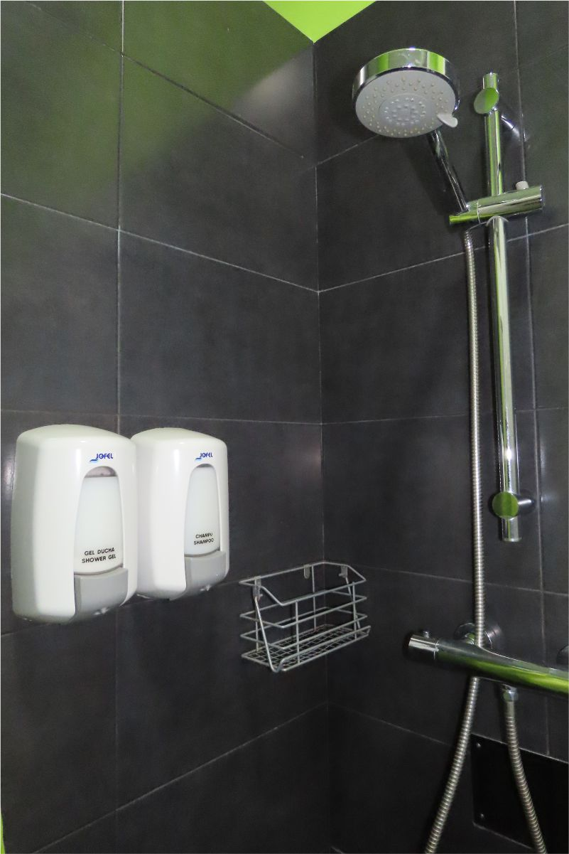 Duchas con grifos termostáticos - Showers with thermostatic taps