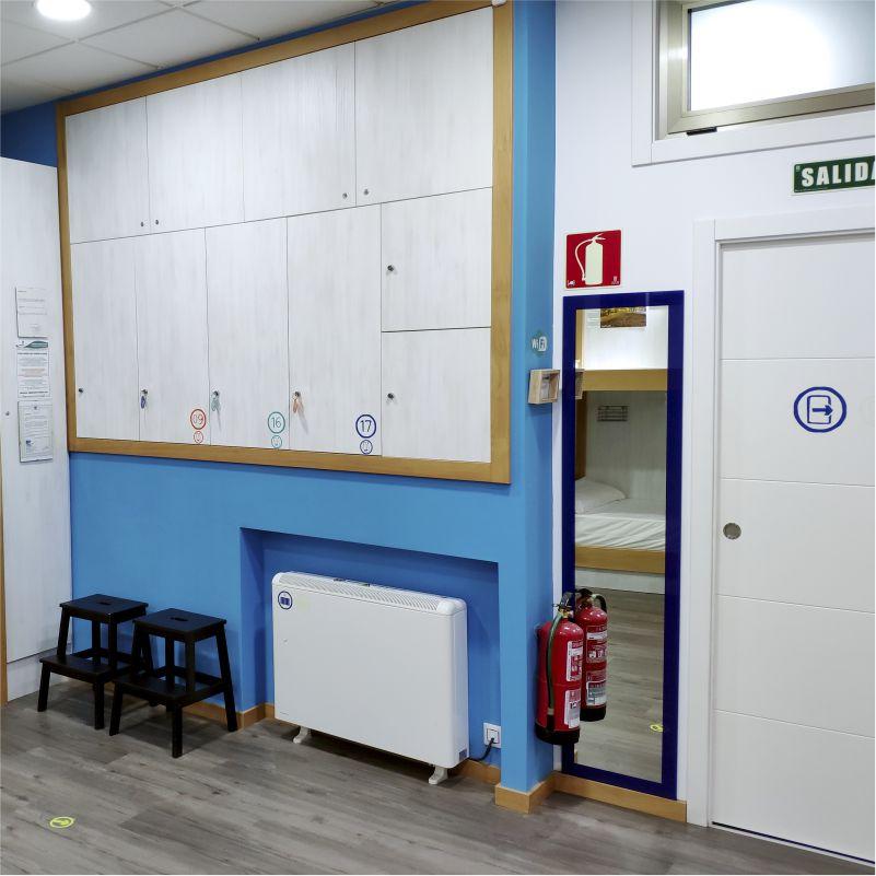 Taquillas grandes - Large lockers - Albergue Corredoiras
