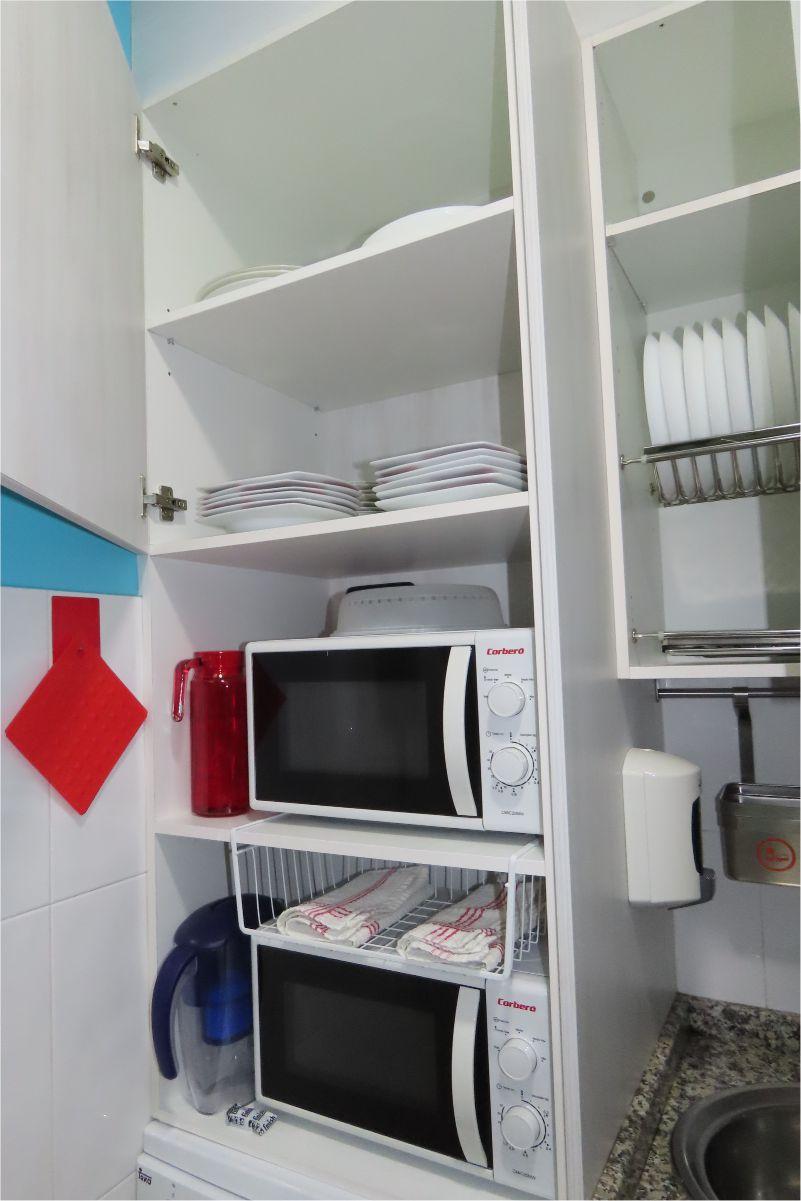 Loza y microondas - Crockery and microwave - Albergue Corredoiras