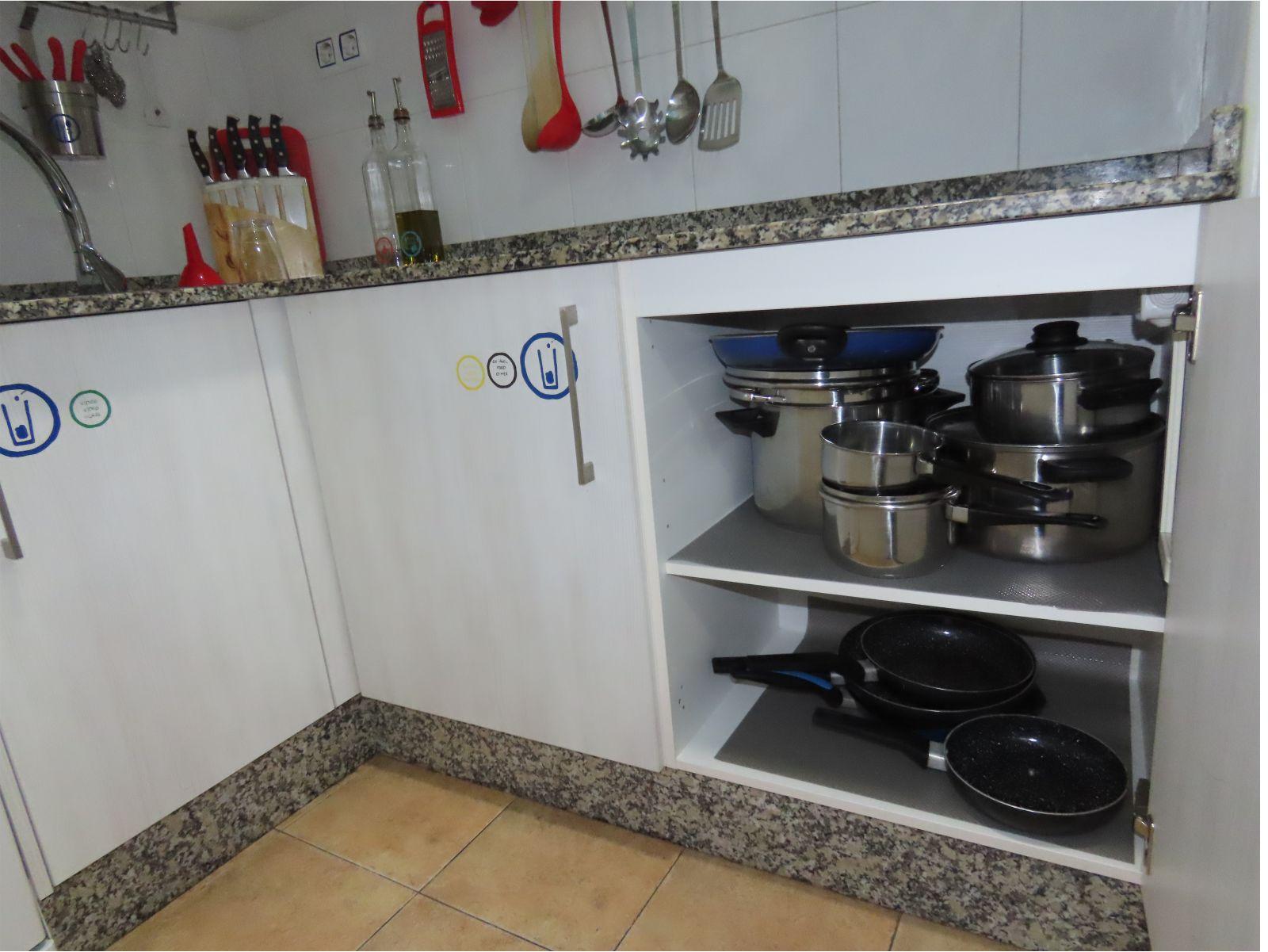 Menaje en la cocina - Kitchenware in the kitchen