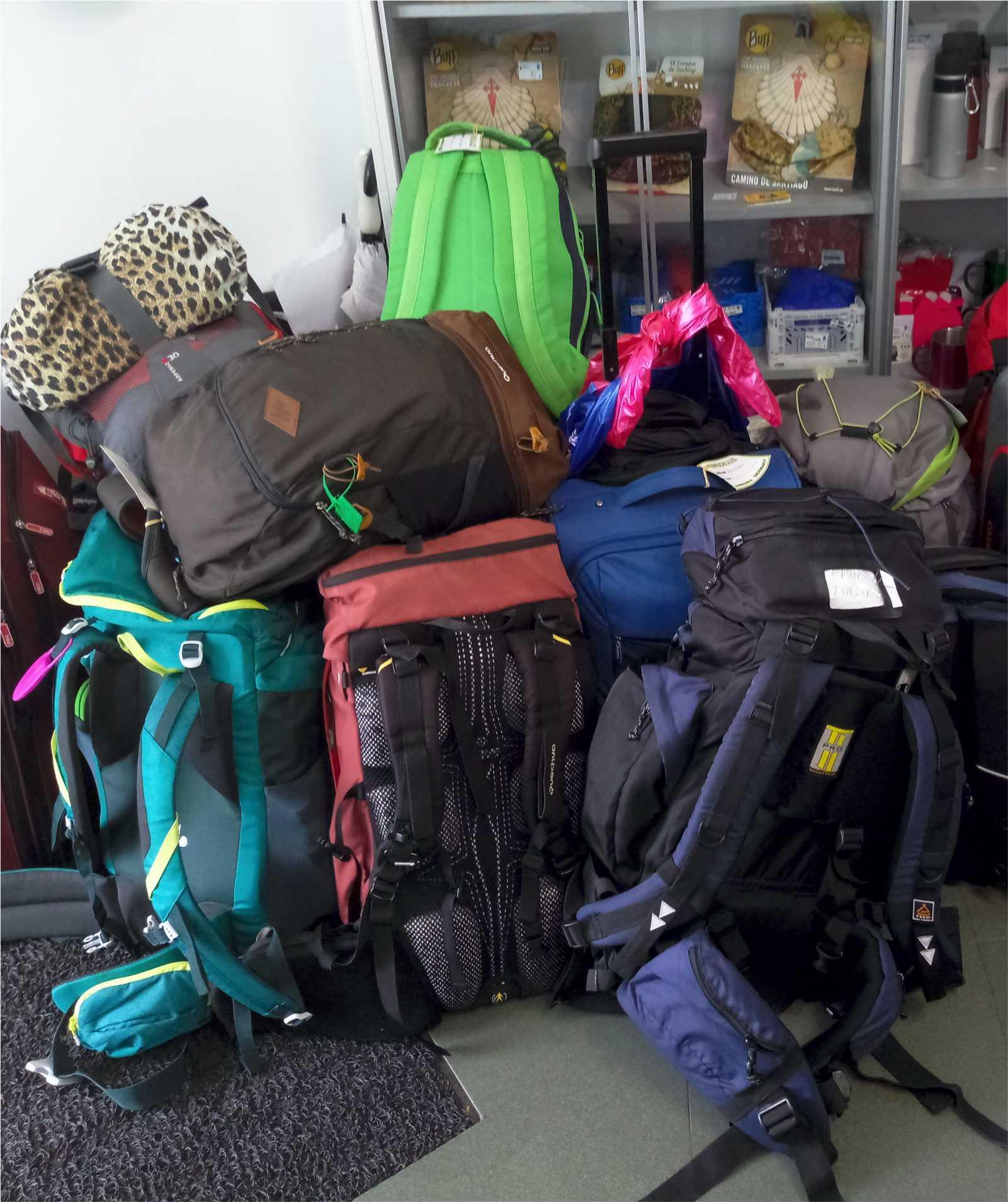 Recogida de mochilas - Backpacks reception